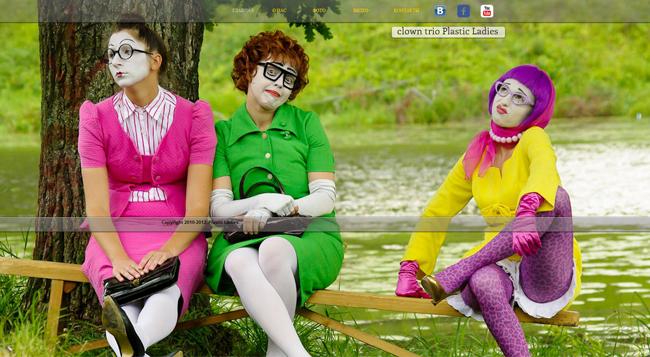"""Les """"Plastic Ladies"""" présentent une photo personnalisée"""