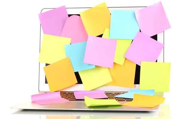 Ordinateur couvert de post-it